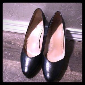 Black round toe heels